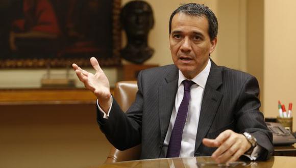 Alonso Segura en desacuerdo con que se suba el sueldo mínimo. (USI)