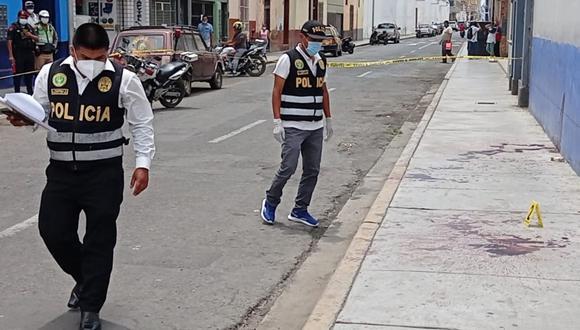 La Libertad: Cambista de dólares es asaltado y asesinado de un balazo en el cuello por avezados delincuentes a pocas cuadras de la Plaza de Armas de Trujillo. (Foto GEC)