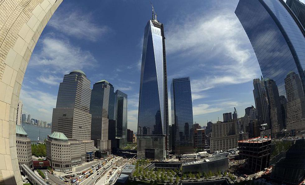 El edificio 'One World Trade Center' de Nueva York se ha convertido en la torre más alta del mundo occidental con la colocación ayer de su última pieza. (AFP)