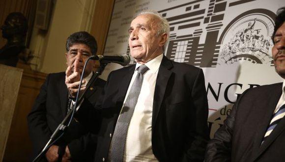 El congresista oficialista Guido Lombardi remarca con firmeza su posición. (Perú21)