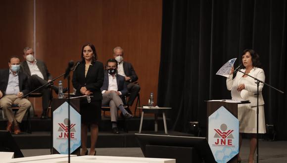 Dina Boluarte de Perú Libre y Patricia Juárez de Fuerza Popular en debate del JNE (Renzo Salazar /JNE)