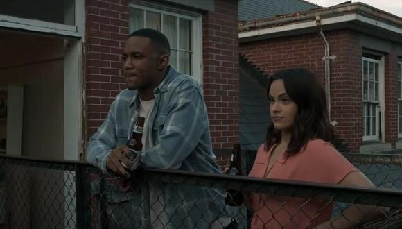 """Mentiras Peligrosas"" está protagonizada por Camila Mendes y Jessie T. Usher. (Foto: Netflix)"
