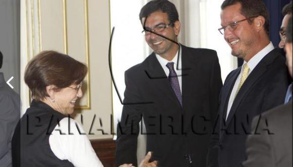 Panorama sacó a la luz foto de Villarán con Barata. La ex alcaldesa había negado conocerlo.