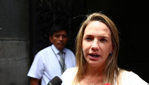 Luciana León declaró a la prensa luego del interrogatorio del fiscal Reynaldo Abia. (Foto: GEC/Hugo Curotto)