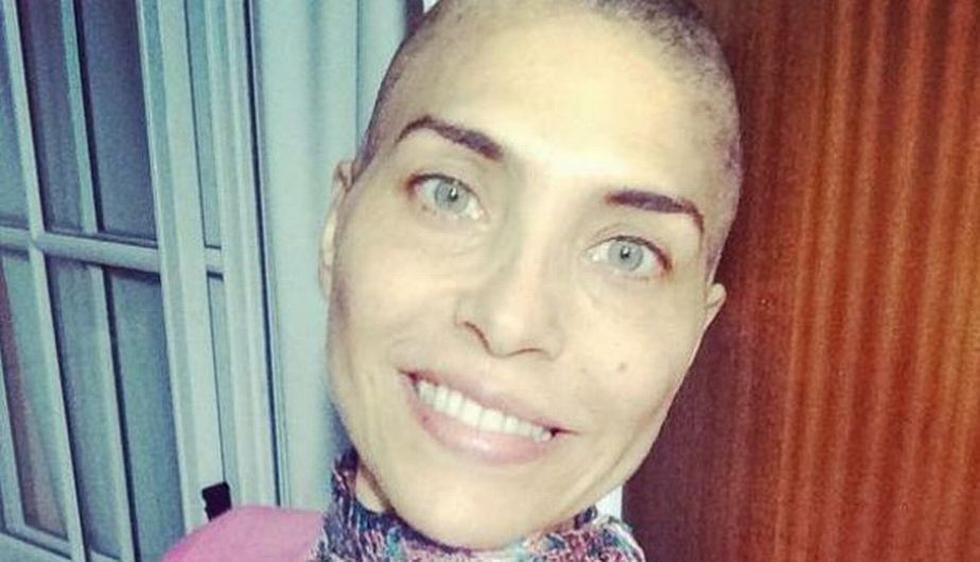 Lorena Meritano publicó en su cuenta de Twitter la primera foto en la que aparece con la cabeza rapada producto de su lucha contra el cáncer de mama que padece. (Twitter Lorena Meritano)
