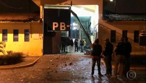 Un policía muerto tras la fuga de 92 presos de cárcel de máxima seguridad en Brasil. | Foto: Captura TV