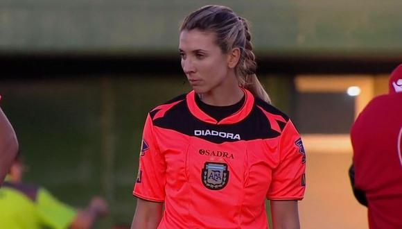 Trucco, de 29 años, se convirtió en la primera mujer que juzga un partido de la primera división del fútbol argentino.