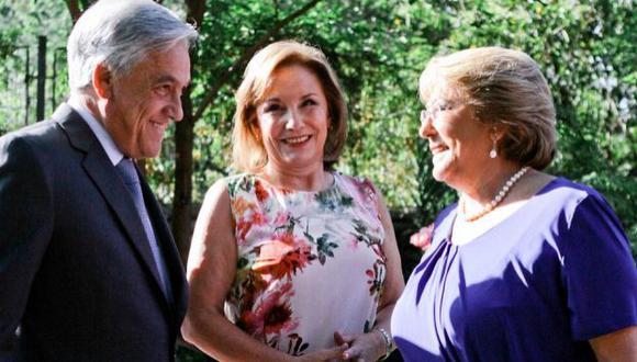 Michelle Bachelet recibió en su casa esta mañana a Sebastián Piñera y a su esposa, Cecilia Morel.(@ComandoMichelle en Twitter)