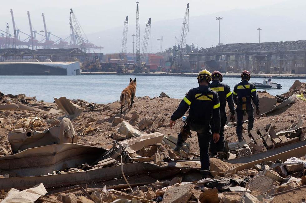 Los rescatistas franceses registran el puerto de Beirut (Líbano) este viernes 7 de agosto de 2020. (AFP / JOSEPH EID).