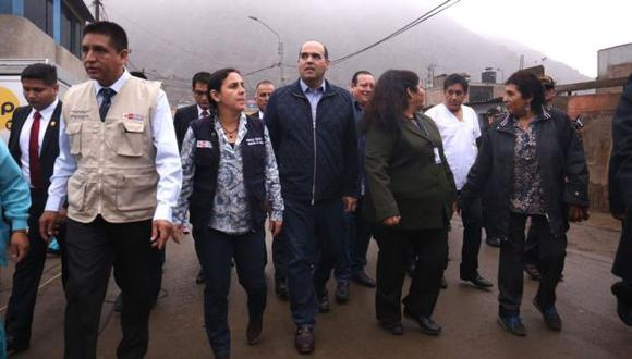 Premier Fernando Zavala recorrió esta mañana Comas en el marco de una campaña de vacunación contra la influenza (PCM Difusión)