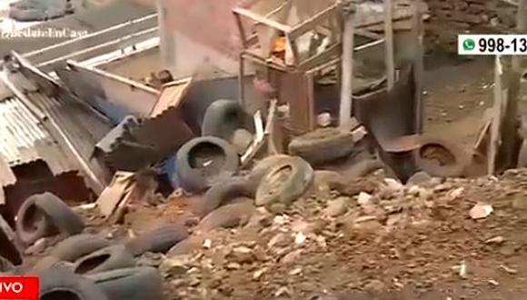 Desprendimiento de piedras tras lluvia en Comas hirió a madre y sus hijos. (Captura/América TV)