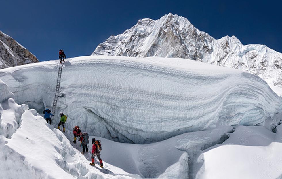 Algunos montañistas lo lograron cumplir el sueño de escalar el Everest y fallecieron en el intento. (Foto: Infobae)