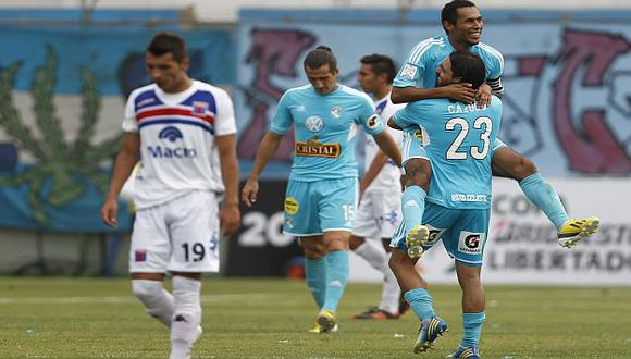 'Loba' volvió a ser clave.  Aquí celebra su gol. (Reuters)