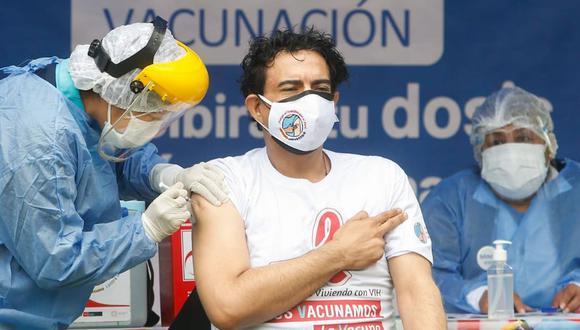 Ernesto Pimentel recibió la vacuna contra la COVID-19. (Foto: Minsa)