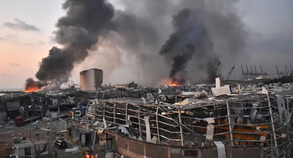 Una vista general de la escena de la explosión en el puerto de Beirut, la capital del Líbano. (Foto: STR / AFP).