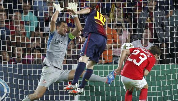 LETAL. Messi hasta anota de cabeza. Aquí pone el definitivo 3-2, tras centro de Alexis Sánchez. (Reuters)