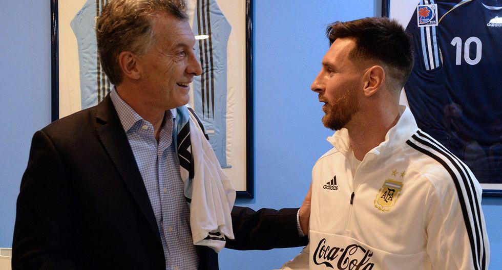 Mauricio Macri, en 2018, cuando era presidente de Argentina, se reúne con el delantero de la selección de su país, Lionel Messi, en las instalaciones de la Asociación Argentina de Fútbol (AFA) en Ezeiza, Buenos Aires. (Foto: AFP/Archivo)