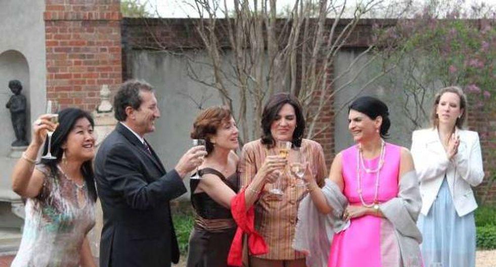 Exministra del MTC se casó con su novia en Estados Unidos. (Diario 16)