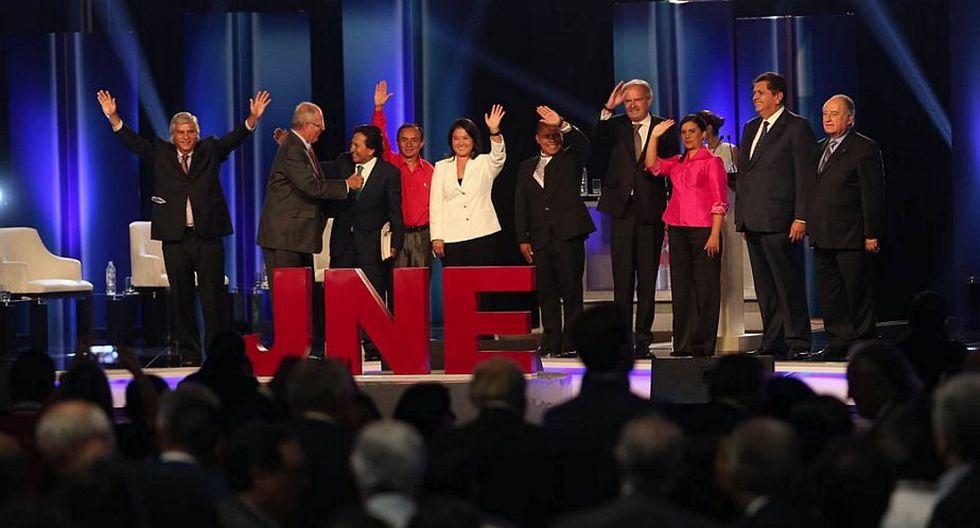 El saludo de los candidatos presidenciales tras participar en debate. (Luis Centurión)