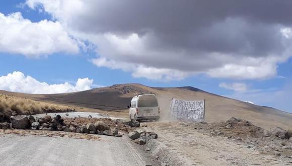 Los comuneros de Fuerabamba han cavado zanjas en un tramo de la carretera de Yavi Yavi (Cusco) que impiden el paso de vehículos.