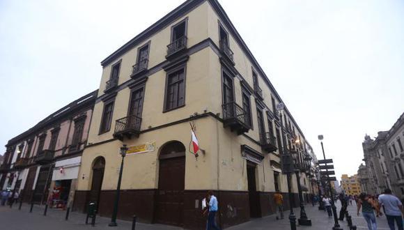El edificio donde permanece el Bar Cordano fue el histórico Hotel Comercio (Foto: Luis Centurión/Perú21)