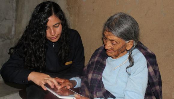 """Gracias al convenio con la Fundación Dispurse, se puso a disposición de los 27 adultos mayores cajamarquinos tablets con el App """"Dispurse Focus"""". (Difusión)"""