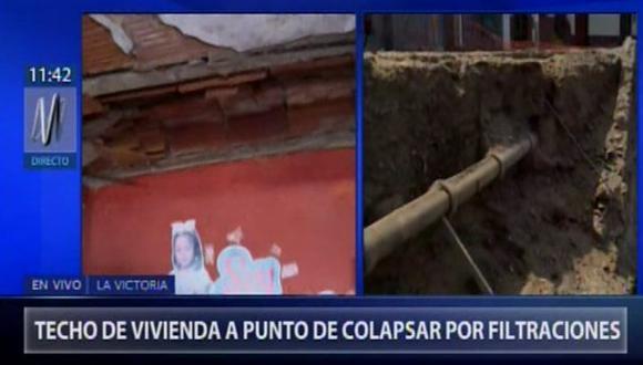 Los vecinos del sector 9 del Lote 27 del cerro del Pino, en La Victoria están preocupados, debido a que los techos de sus viviendas están a punto de colapsar por una tubería expuesta. (Foto: Canal N)