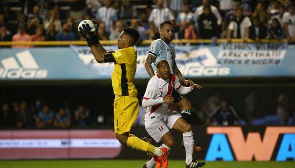 Pedro Gallese fue determinante en mantener la valla peruana en cero. (Reuters)