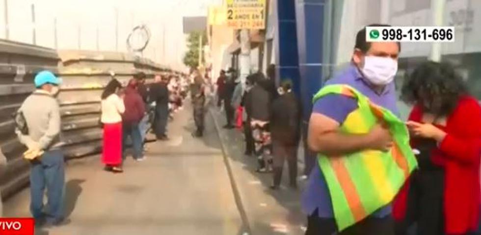 Se registran largas colas en Santa Anita y Chorrillos por cobro de bono y otras gestiones. (Captura/AméricaTV)