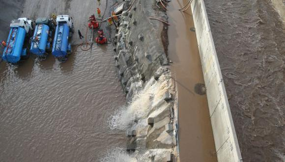 SIN FRENO. Nada calma la furia del río Rímac, que ayer ocasionó más estragos en la obra vial. (Martín Pauca)