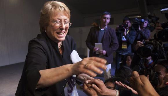 SE LA LEVA. Michelle Bachelet ganaría en primera vuelta. (AFP)