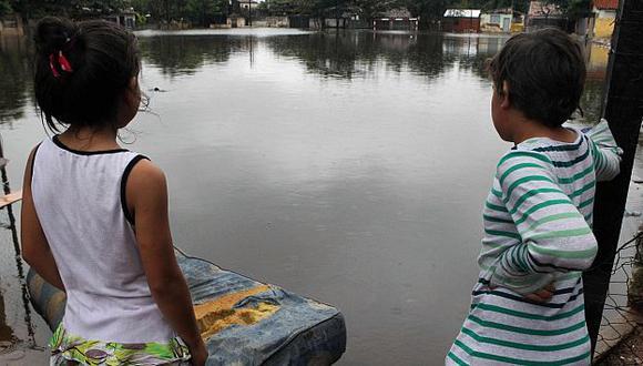 Inundaciones por lluvias dejan más de 300 mil desplazados en Paraguay.(EFE)
