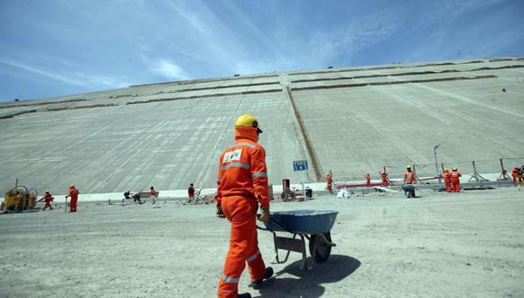 """""""Pese a la llamada de atención que debió significar la caída de 40% en el PBI de abril, el Gobierno continúa ignorando la necesidad de impulsar los grandes proyectos de infraestructura, como Majes Siguas""""."""