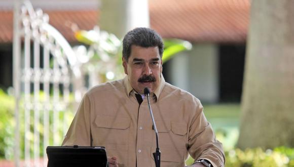 Imagen del folleto difundido por la Presidencia venezolana que muestra al presidente de Venezuela, Nicolás Maduro, hablando durante un anuncio televisado desde el Palacio Presidencial de Miraflores en Caracas. (AFP/Presidencia).