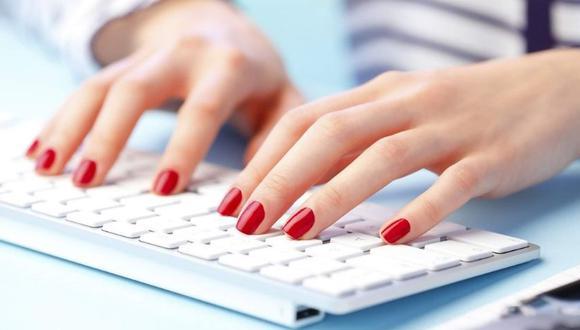 Es muy importante cuidar la apariencia de las uñas, pues no solo proyecta la imagen personal, sino también la de la compañía. (Foto: Difusión)