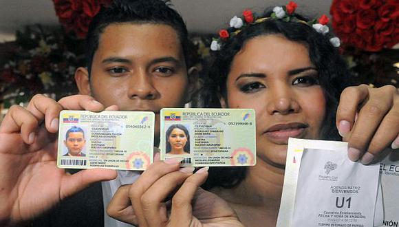 La transexual Diane Rodríguez y su pareja Nicolás Guamanquispe inscribieron su unión de hecho en Guayaquil. (AFP)