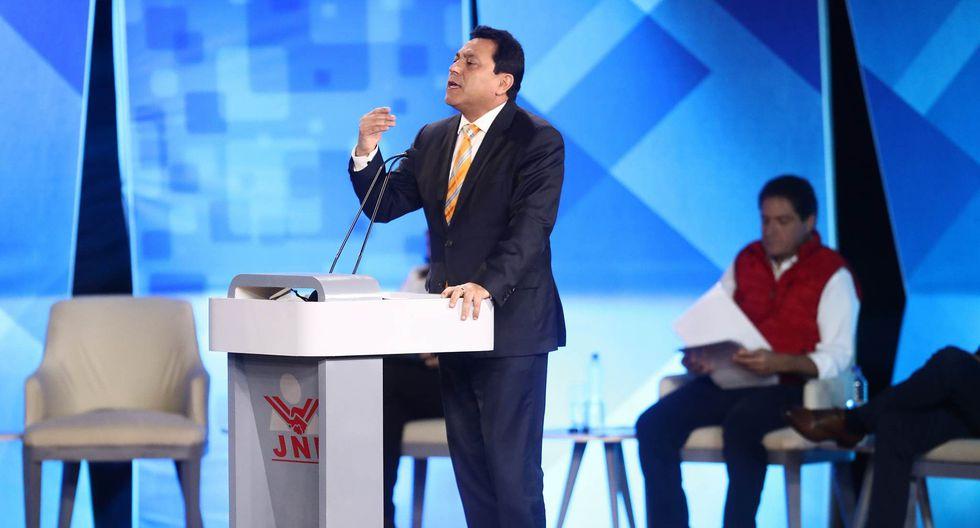 El candidato a la alcaldía de Lima por Perú Nación, Enrique Ocrospoma, planteó toque de queda a menores de 16 años. (Perú21)