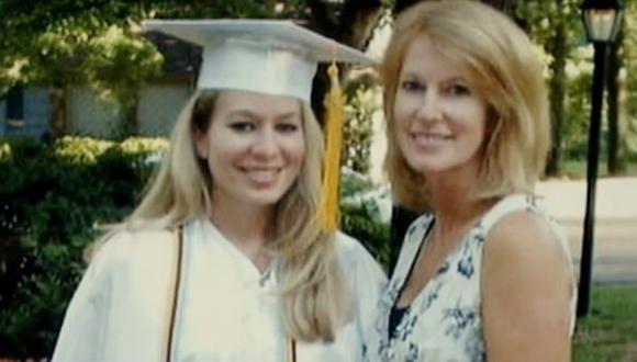 """""""Nunca superarás la pérdida de un ser querido, eso no va a suceder. Pero la vida sigue adelante"""", dijo Beth Holloway a puertas de cumplirse quince años de la desaparición de su hija. (Captura de Youtube)"""