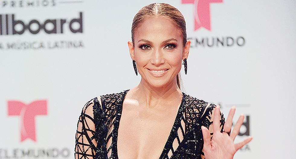 Jennifer Lopez responde a quienes la llamaron 'vulgar' por usar pantalón-tanga.