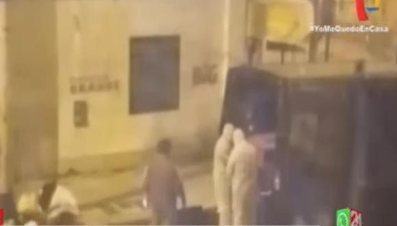 Retiran ataúd con cadáver que fue abandonado en una casa deshabitada en Breña [VIDEO]