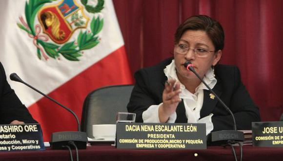 GRACIAS, DACIA! Presidente Humala le debe la designación de gobernadores radicales que petardean su gobierno. (Rafael Cornejo)