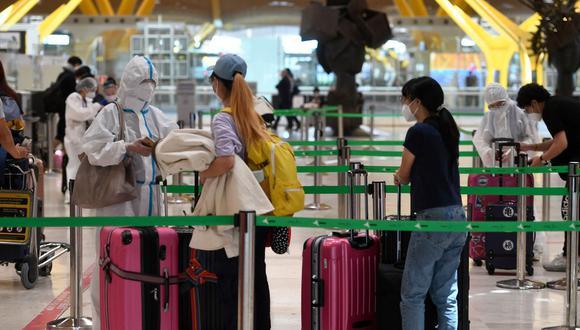Estos posibles nuevos trámites para viajes, a causa de la pandemia del coronavirus, han generado polémica. (Foto: AFP)