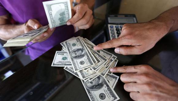 INCERTIDUMBRE. Aseguran que aún no se sabe cuál será la tendencia del billete verde. (Reuters)