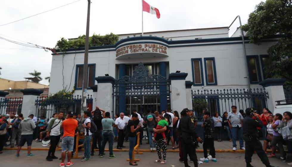El Ministerio Público informó que este lunes se realizó la necropsia a los cuerpos de cuatro niños, siete mujeres y seis varones. (Foto: Lino Chipana/GEC)