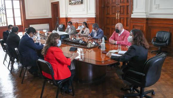 La titular del gabinete se reúne con la bancada de Fuerza Popular. (Foto PCM)