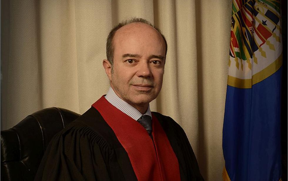 juez Roberto F. Caldas