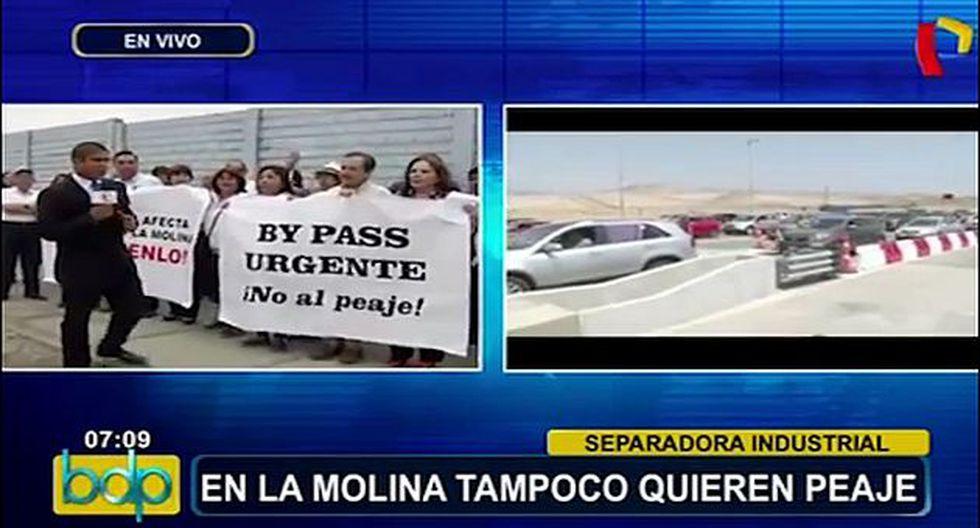 La Molina: Vecinos también protestaron por cobro de peaje. (Foto Captura)
