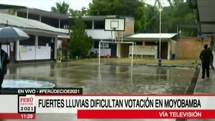 En Moyobamba lluvia torrencial dificulta votación