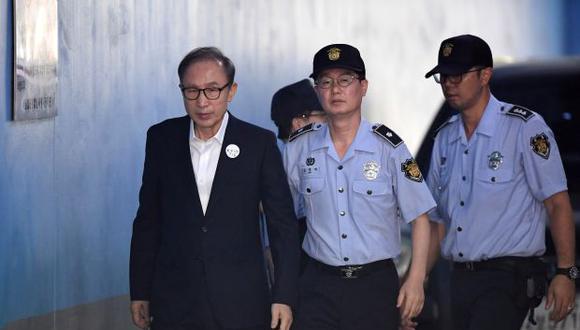 Los fiscales solicitaron 20 años de prisión para el ex presidente de Corea del Sur, Lee Myung-bak, por corrupción. (Foto: AFP)