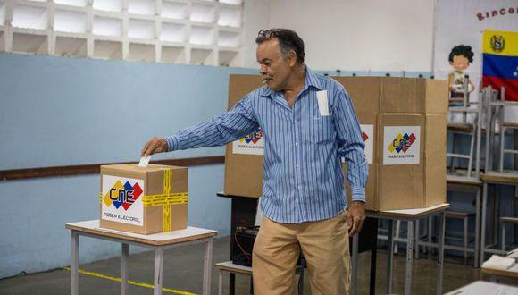 En las elecciones del domingo, la coalición del presidente Nicolás Maduro obtuvo el triunfo en más del 90 % de los 335 concejos municipales del país. (Foto: EFE)
